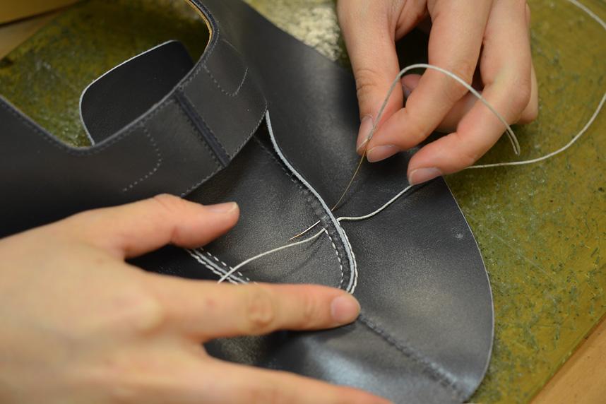 Quy trình khâu phần mũ giày thủ công chuyên nghiệp