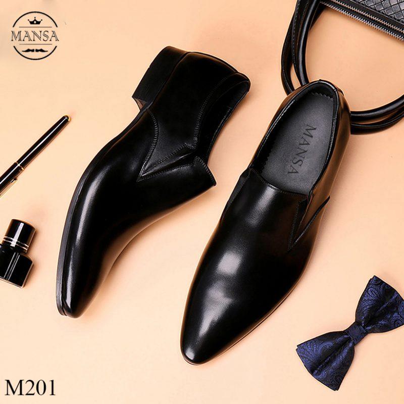Giày mũi nhọn sẽ tăng vẻ sang trọng cho người sử dụng