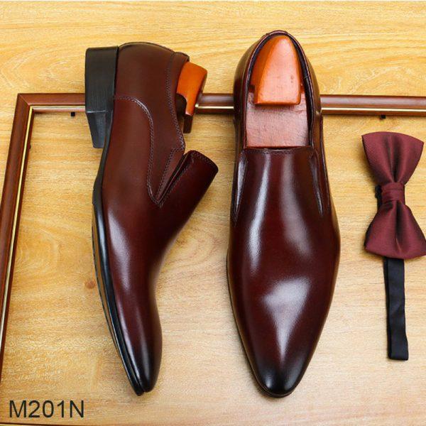 những mẫu giày nổi bất trong năm 2020
